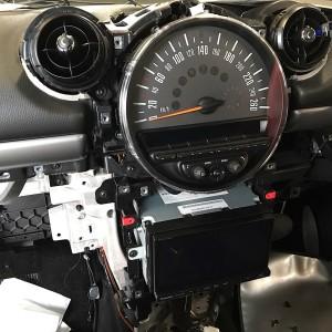 BMW MINI R60 2DINナビ インストールの画像